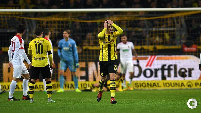 """Вчера. Дортмунд. """"Боруссия"""" Д - """"Аугсбург"""" - 1:1. Микель МЕРИНО (в центре)."""