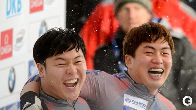 Вон ЮН ЧЖОН и Се ЮН ВУ (Южная Корея, бобслей). Фото AFP
