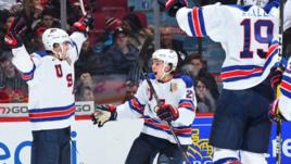 Сегодня. Монреаль. США - Россия - 4:3 Б. Американские хоккеисты празднуют взятие ворот.