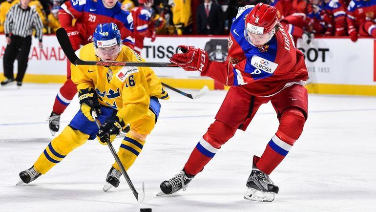 Сегодня. Монреаль. Швеция - Россия - 1:2 ОТ. Кирилл УРАКОВ (справа) в борьбе с Карлом ГРУНДСТРЕМОМ. Фото AFP