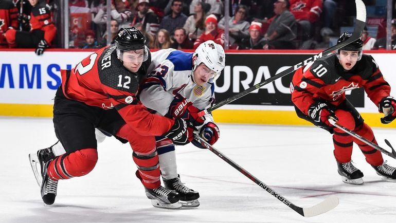 Четверг. Монреаль. США - Канада - 5:4 Б. Жюльен ГОТЬЕ (слева) и Киффер БЕЛЛОУЗ. Фото AFP