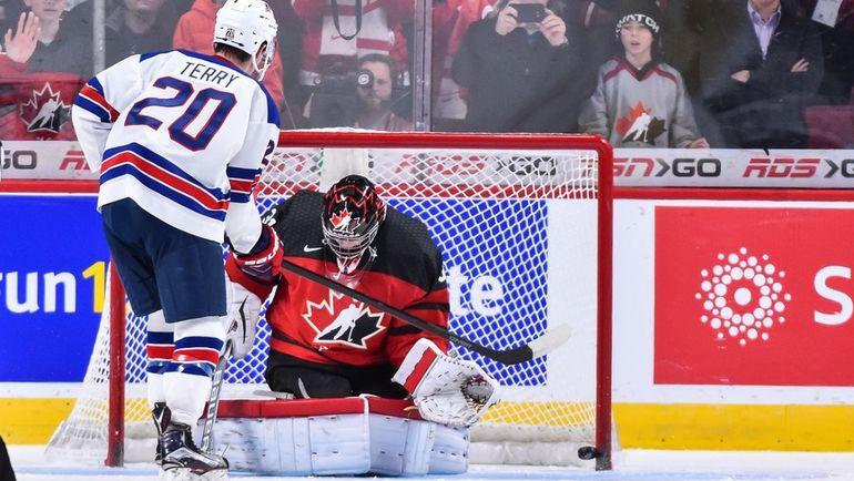 Четверг. Монреаль. США - Канада - 5:4 Б. Трой ТЕРРИ реализует победный буллит. Фото AFP