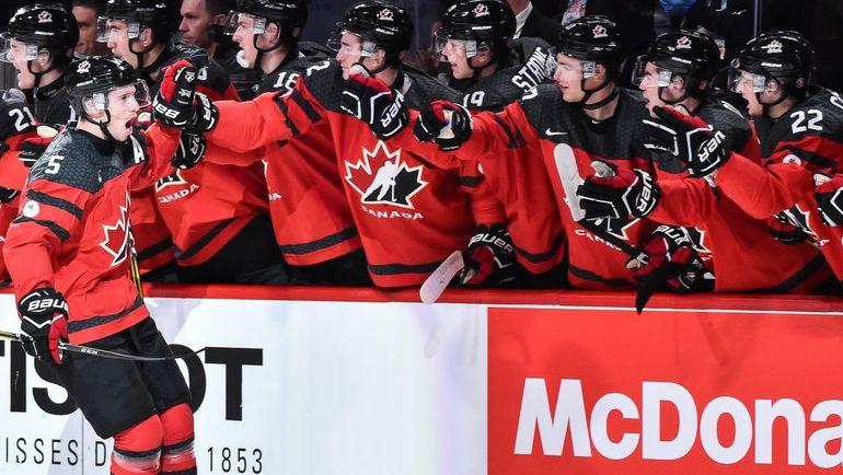 """Четверг. Монреаль. США - Канада - 5:4 Б. Эмоции Тома ШАБО (№5) и скамейки """"кленовых"""" после одного из голов. Фото AFP"""