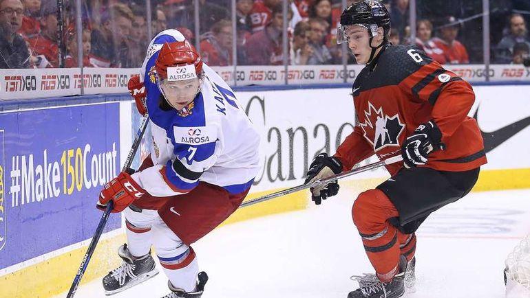 Капитан молодежной сборной России Кирилл КАПРИЗОВ (слева). Фото AFP
