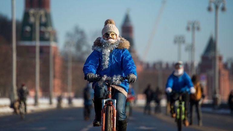 Сегодня. Москва. Участик велопарада. Фото AFP