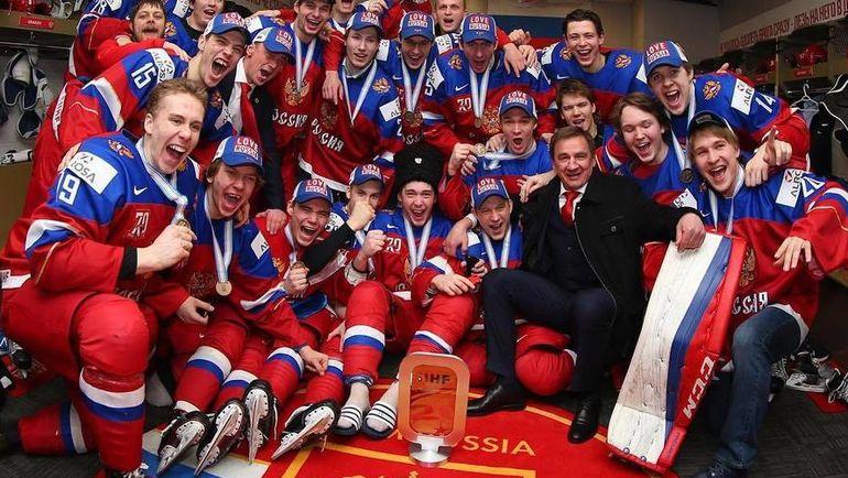 Владислав СУХАЧЕВ (справа) с партнерами по молодежной сборной.