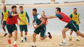 Воскресенье. Дубай. Футболисты