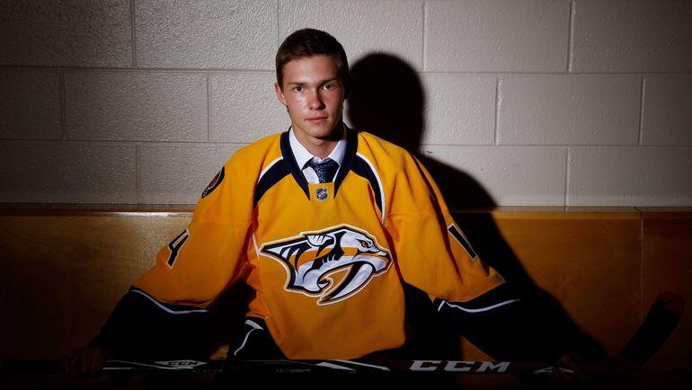 2014 год. Владислав КАМЕНЕВ на драфте НХЛ. Фото AFP