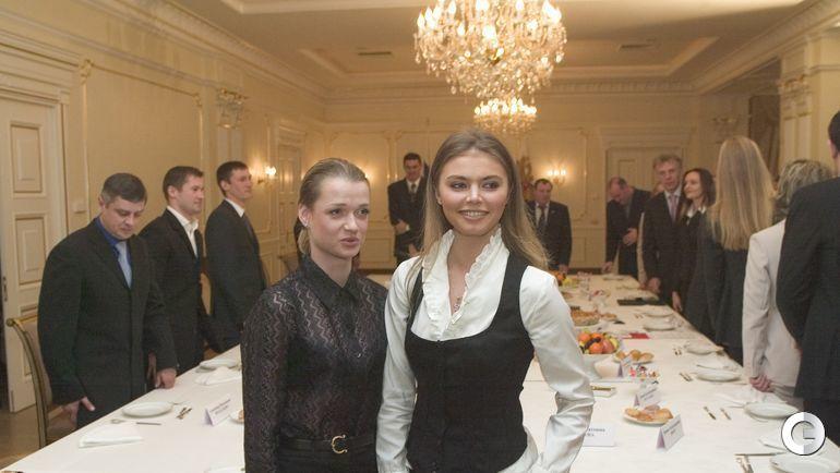 2004 год. Светлана ХОРКИНА (слева) и Алина КАБАЕВА. Фото Александр ВИЛЬФ