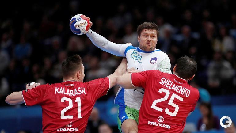 Вчера. Париж. Словения - Россия - 32:26. Марко БЕЗЯК (с мячом) в атаке. Фото AFP