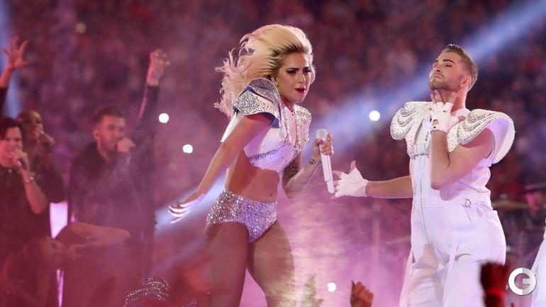 """Сегодня. Хьюстон. """"Нью-Ингленд Пэтриотс"""" – """"Атланта Фэлконс"""" – 34:28 ОТ. Американская певица Леди Гага. Фото REUTERS"""