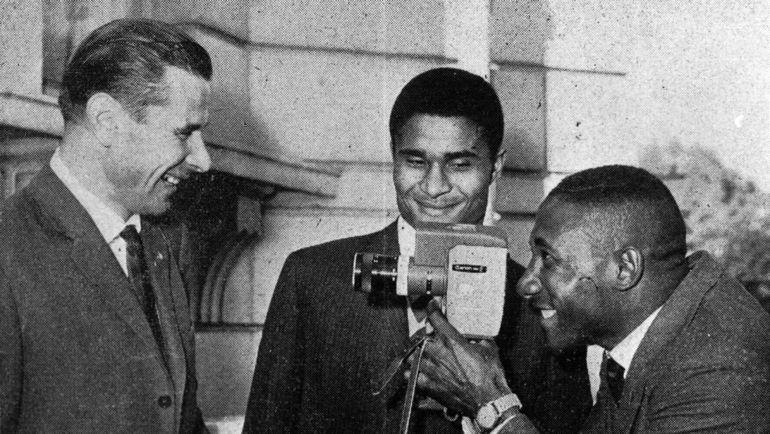 Лев ЯШИН, ЭЙСЕБИО и НИЛТОН САНТОС (слева направо) в 1966 году. Фото Федор АЛЕКСЕЕВ