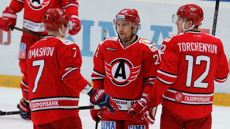 «Барыс» вОТ обыграл «Сибирь» иобеспечил себе место вплей-офф