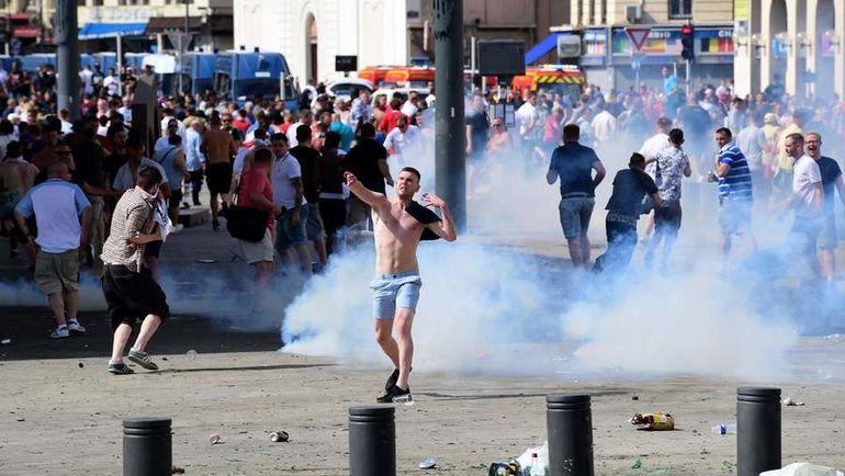 Беспорядки в Марселе, устроенные российскими и британскими фанатами во время Euro-2016. Фото AFP