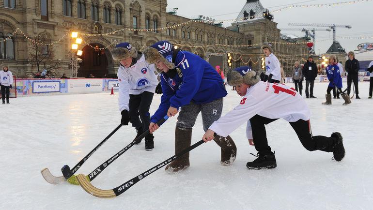 """В течение двух дней на Красной площади царил не только яркий и незабываемый детский хоккейный праздник. Фото Александр ФЕДОРОВ, """"СЭ"""""""