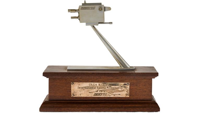 """Награда """"Человек года""""-1972 от ВВС. Фото ha.com"""