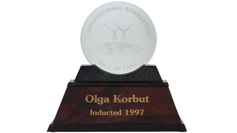 Награда за включение в Международный зал славы гимнастики. Фото ha.com