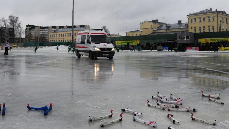 """Сегодня. Обухово. """"Водник"""" - """"Байкал-Энергия"""" - 3:4. Окажется ли действенной скорая помощь для российского хоккея с мячом? Фото Александр ФЕДОРОВ, """"СЭ"""""""