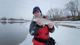 Рыбалка взабродку на Москве-реке. Видео
