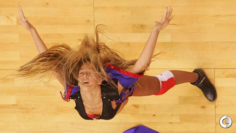 На баскетболе.