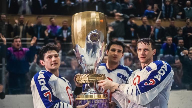 """Хоккеисты """"Лады"""" с кубком Межнациональной хоккейной лиги. Фото ХК """"Лада"""""""