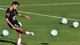 Уругвай сыграет с Бразилией без Суареса
