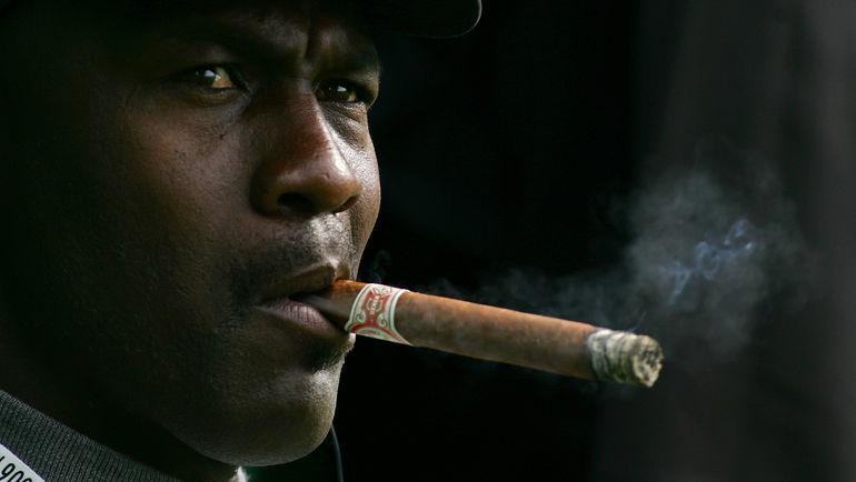 Майкл ДЖОРДАН известен своей страстью к сигарам и азартным играм. Он мог провести в казино целую ночь. Фото AFP