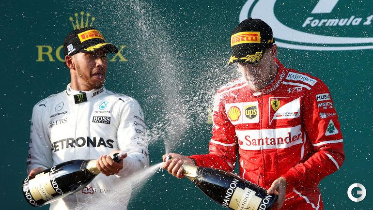 """Сегодня. Мельбурн. Себастьян ФЕТТЕЛЬ (справа) празднует победу в """"Гран-при Австралии"""". Фото REUTERS"""