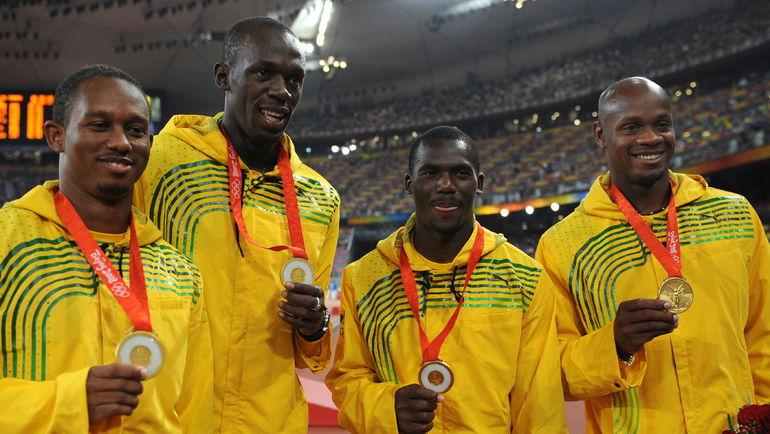 Неста КАРТЕР, Усэйн БОЛТ, Майкл ФРЭЙТЕР и Асафа ПАУЭЛЛ победили в забеге 4х100 м на Играх в Пекине. Позже они были лишены золота из-за допинг-пробы Картера. Фото AFP