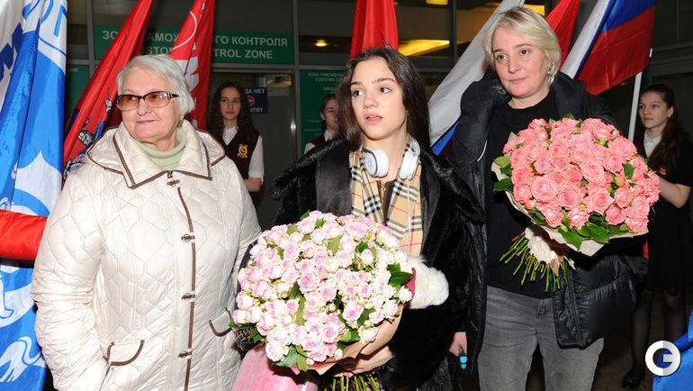 "Сегодня. Москва. Евгения МЕДВЕДЕВА с бабушкой и мамой. Фото Александр ФЕДОРОВ, ""СЭ"""