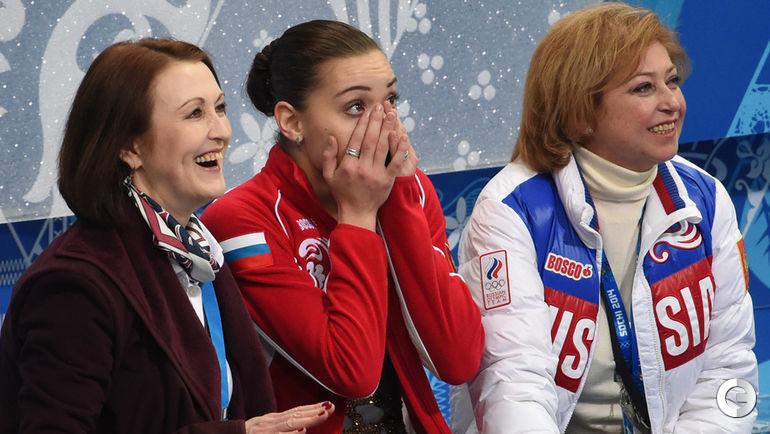 """Аделина СОТНИКОВА (в центре), Елена БУЯНОВА (справа). Фото Александр ФЕДОРОВ, """"СЭ"""""""