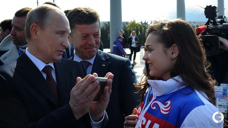 2014 год. Аделина СОТНИКОВА (справа) и Владимир ПУТИН. Фото AFP