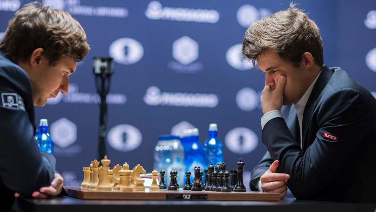 Сергей КАРЯКИН и Магнус КАРЛСЕН. Фото AFP