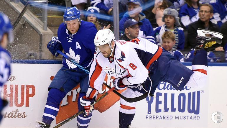 "Сегодня. Торонто. ""Торонто"" - ""Вашингтон"" - 4:3 ОТ. Александр ОВЕЧКИН (справа). Фото AFP"