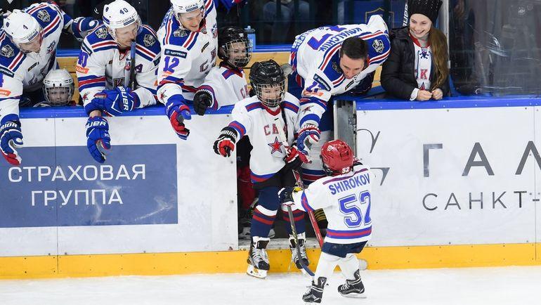 Сегодня. Санкт-Петербург. На гала-матч многие армейцы вышли со своими детьми. Фото photo.khl.ru