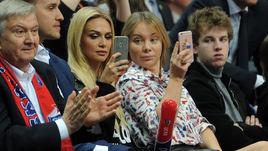 Лопырева и Лопатова болеют за ЦСКА против Басконии