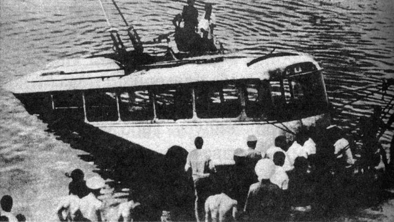 Троллейбус в Ереванском озере, пассажиров которого спасал Шаварш Карапетян.