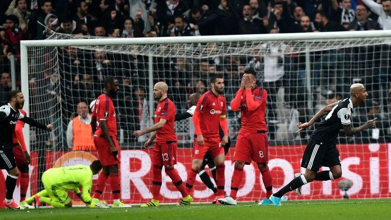 """Вчера. Стамбул. """"Бешикташ"""" - """"Лион"""" - 2:1 д.в. Пенальти - 6:7. Андерсон ТАЛИСКА (справа) открывает счет в матче. Фото AFP"""