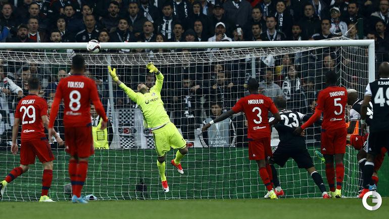 """Вчера. Стамбул. """"Бешикташ"""" - """"Лион"""" - 2:1 д.в. Пенальти - 6:7. Андерсон ТАЛИСКА забивает гол. Фото REUTERS"""