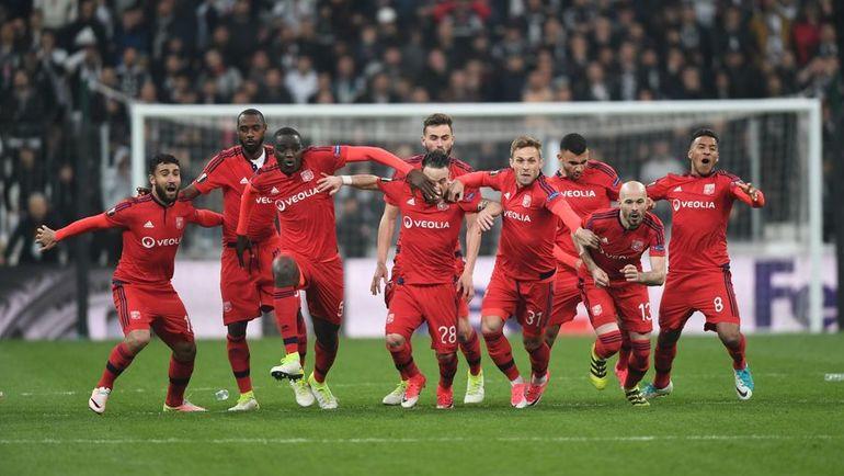 """Вчера. Стамбул. """"Бешикташ"""" - """"Лион"""" - 2:1 д.в. Пенальти - 6:7. Игроки французской команды празднуют победу. Фото AFP"""