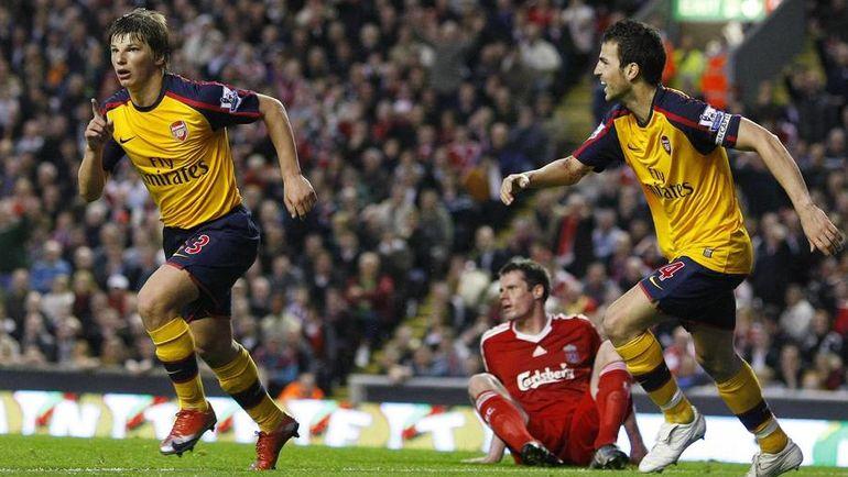 """21 апреля 2009 года. Ливерпуль. """"Ливерпуль"""" - """"Арсенал"""" - 4:4. Андрей АРШАВИН (слева) празднует один из четырех голов. Фото REUTERS"""