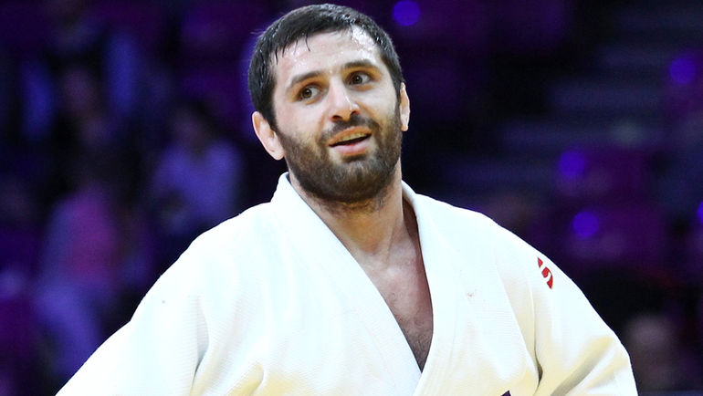 Роберт МШВИДОБАДЗЕ выиграл золото чемпионата Европы в категории до 60 кг. Фото Марина МАЙОРОВА