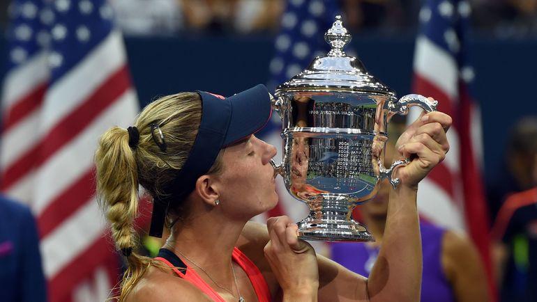 10 сентября 2010 года. Нью-Йорк. Мария ШАРАПОВА с кубком за победу на US Open. Фото AFP