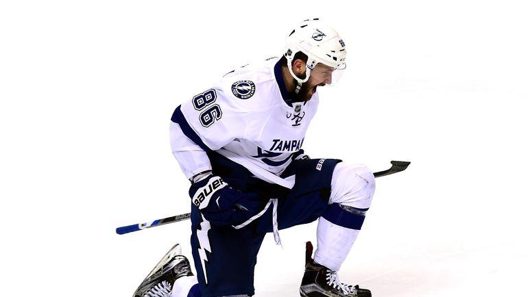 Никита КУЧЕРОВ отмечает один из 40 голов в регулярном чемпионате НХЛ-2016/17. Фото AFP