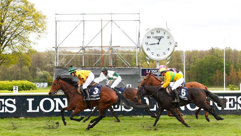 Популярный в России швейцарский часовой бренд Longines представил новую систему местоположения лошадей во время скачек – Longines Positioning System.