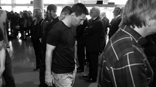 """Месси пришел на """"Ноу Камп"""" почтить память Вилановы. Фото - изображение 1"""