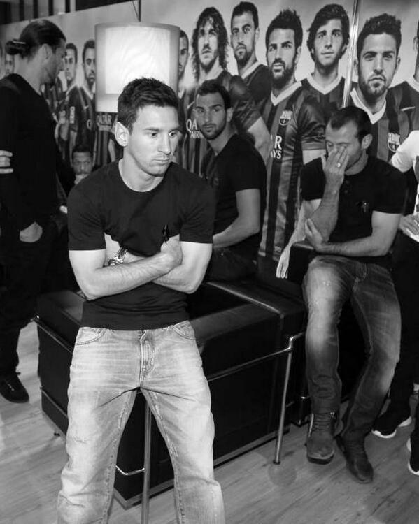 """Месси пришел на """"Ноу Камп"""" почтить память Вилановы. Фото - изображение 2"""