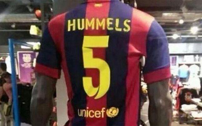 """В Испании продаются футболки """"Барселоны"""" с фамилией Хуммельса - изображение 1"""