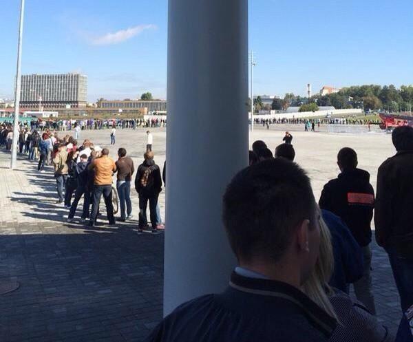 Очередь за билетами на матч «Спартак» - «Терек» растянулась на несколько сотен метров
