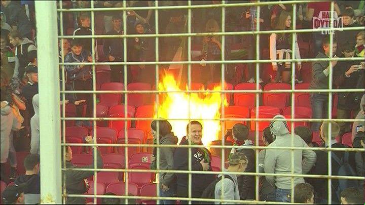 """Болельщики """"Рубина"""" подожгли кресла на собственном стадионе (фото)"""